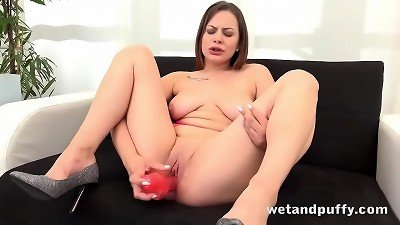 nubile honey Mia Rose loves Her pussy Pump
