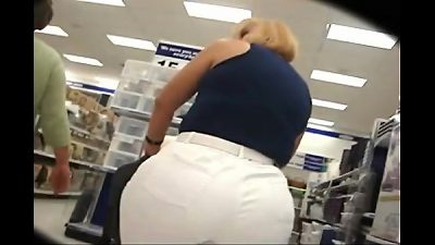 thick massive arse mom shopping