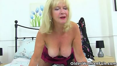 UK granny Sapphire is happy with a high hump drive