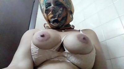 Real Arab In Niqab Hijab mom fake penis cunt Squirting, tit fucking And Then wanking Her Muslim vulva To extreme squirting climax